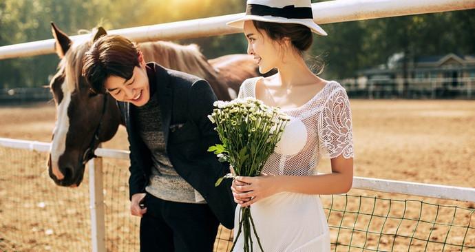 八月风情全球旅拍婚纱摄影(北京、三亚、青岛直营店)