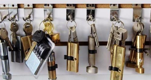 品信开锁换锁配汽车钥匙