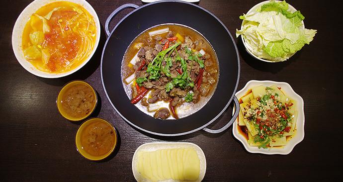 胡子哥餐厅黔南酸汤牛胸肌火锅